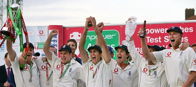 Michael Vaughan holds aloft the replica of the Ashes trophy as England celebrate their iconic 2005 Ashes win. AFP PHOTO ADRIAN DENNIS  (Photo: ADRIAN DENNIS/AFP via Getty Images)