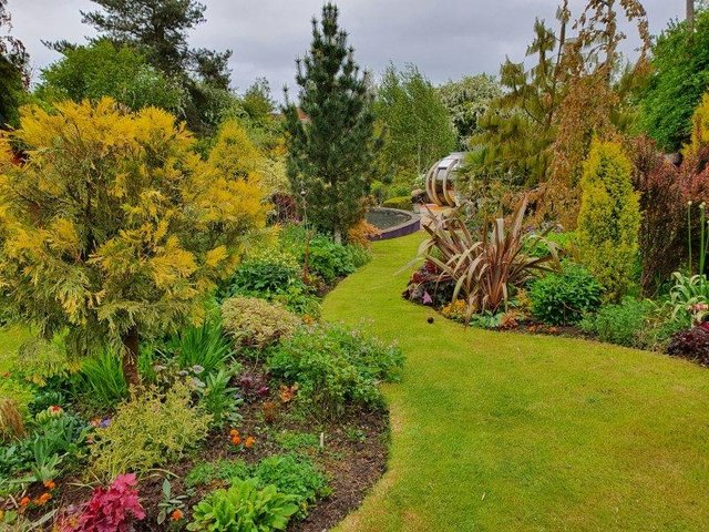 Springbank House garden in all its glory