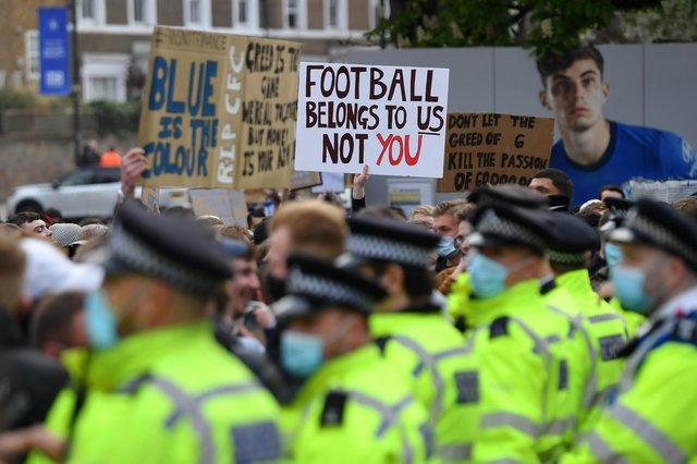 Police line up as Chelsea fans protest against the newly proposed European Super League prior to the Premier League match between Chelsea and Brighton & Hove Albion at Stamford Bridge. (Photo by Mike Hewitt/Getty Images)