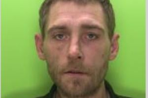 Darren Mee is wanted by Nottinghamshire Police