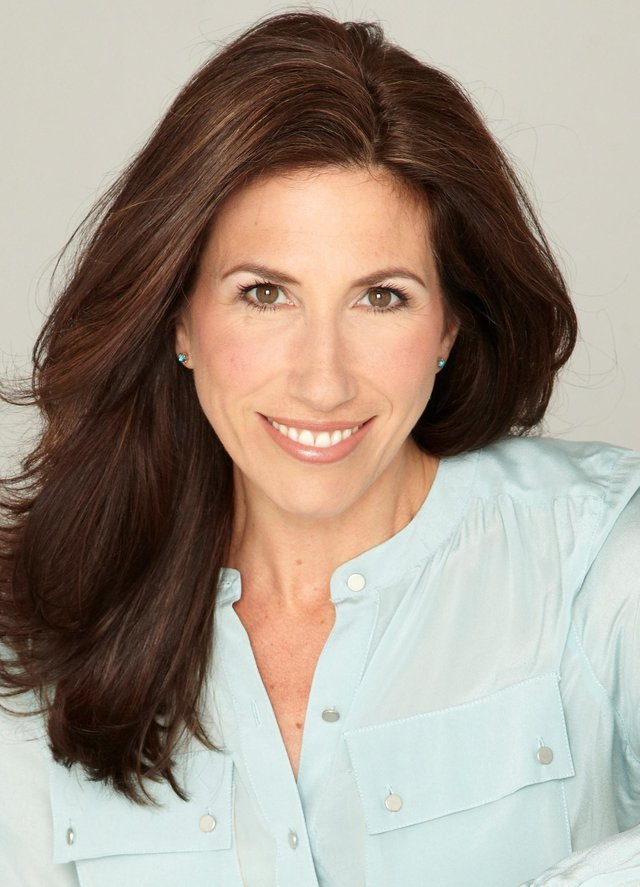 See Gaynor Faye in Looking Good Dead at Nottingham Theatre Royal