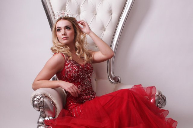 Warsop teenager Leah Green is hoping to secure votes for the Miss England finals later this month.