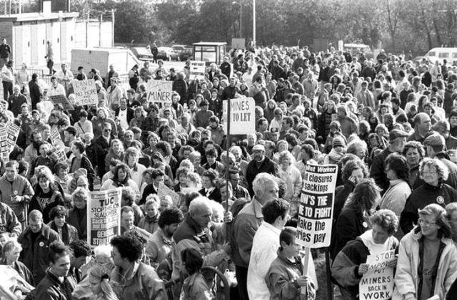 18 great retro photos of mining marches.
