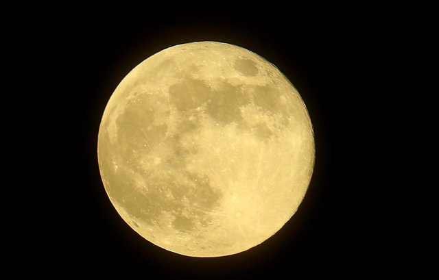 A supermoon occurs when the full moon is closest to the earth (Photo: Getty Images)